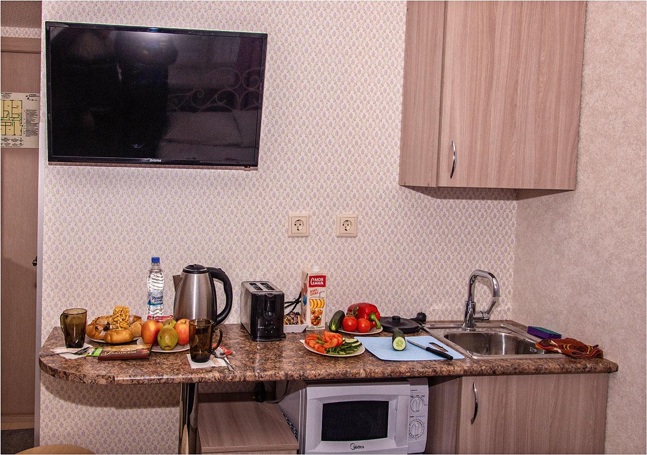 Мини-кухня с продуктами в семейном номере №4